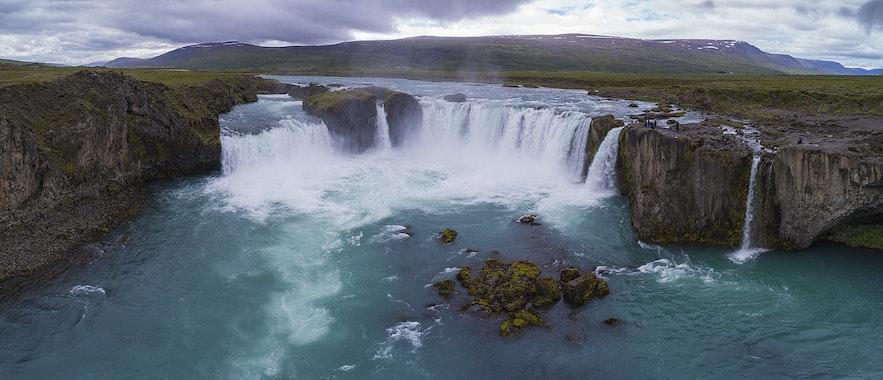 冰島北部眾神瀑布Godafoss
