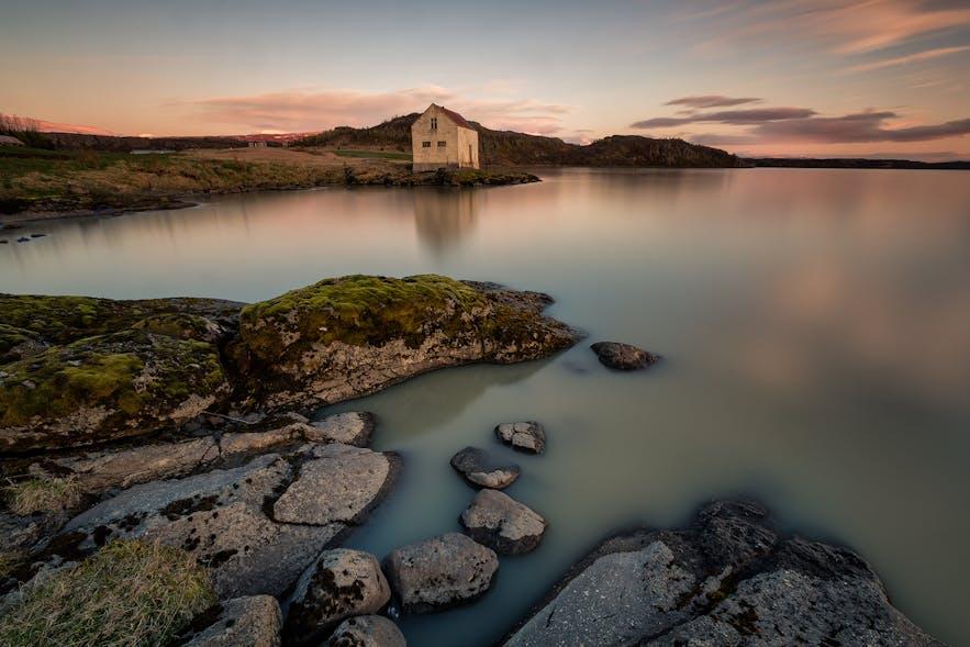 冰岛东部峡湾的避世风光
