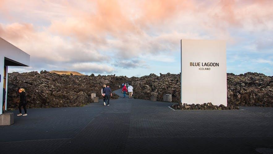 Bagageopslag van de Blue Lagoon en begin van het wandelpad