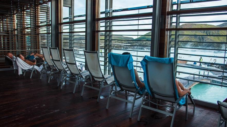 Relaxrum inomhus vid Blå lagunen