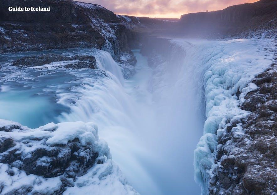 冰岛黄金瀑布冬季景色