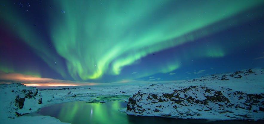 冰島冬季極光雪景