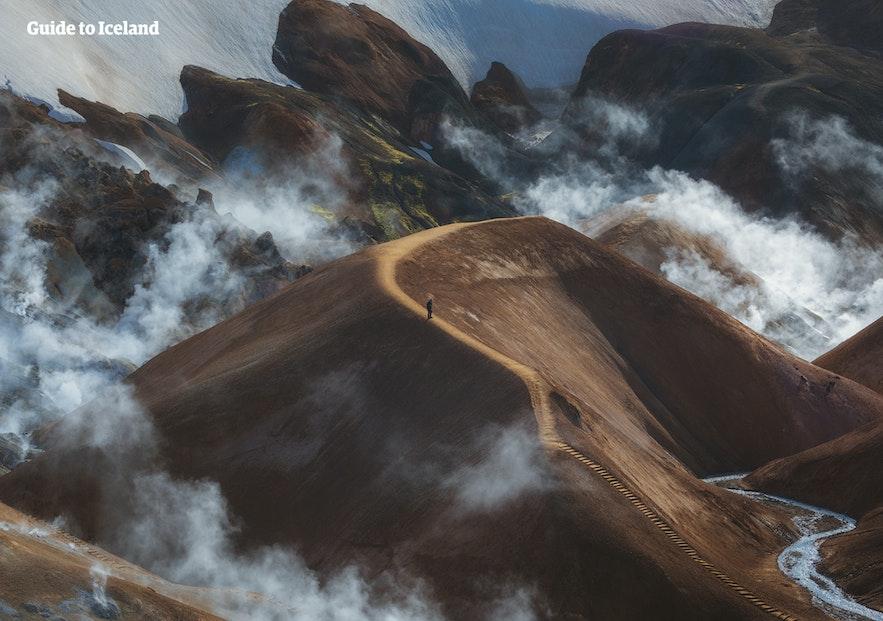 冒着蒸汽的冰岛内陆高地火山区