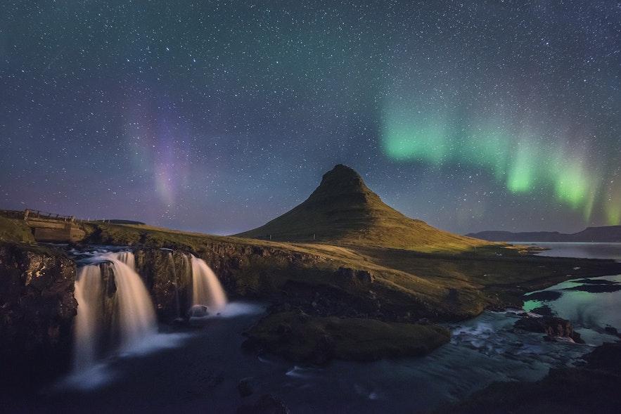 冰島西部斯奈山半島教會山/草帽山Kirkjufell 極光