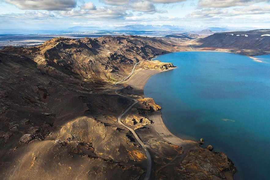 Озеро Клейварватн в Исландии.