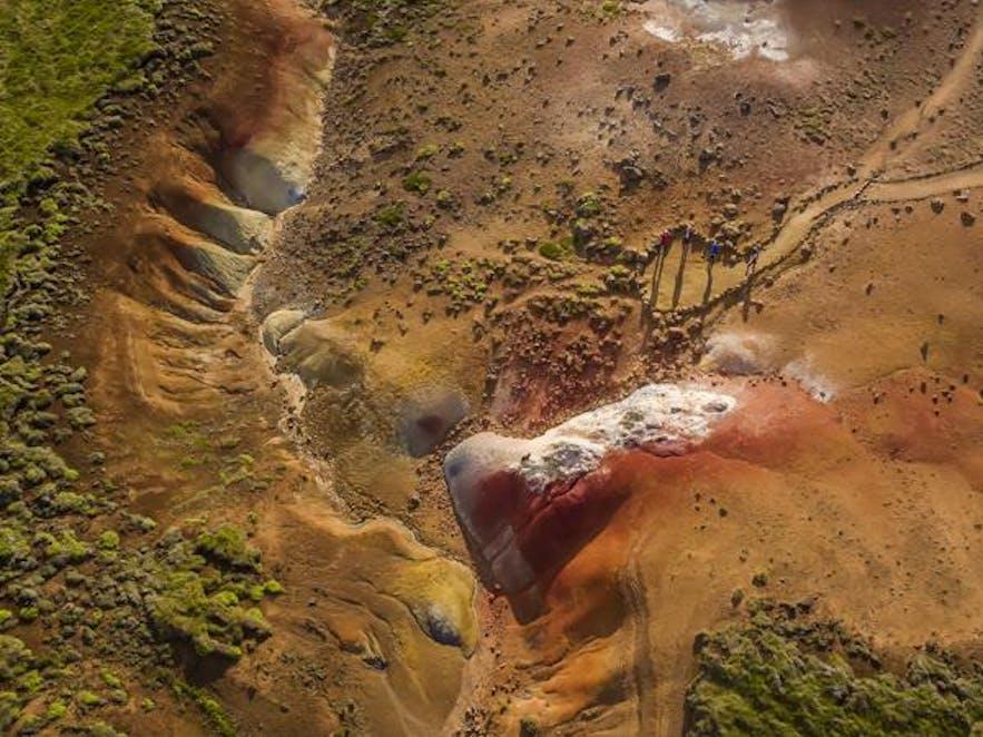 El área geotérmica de Seltún por Krýsuvík en la península de Reykjanes en Islandia