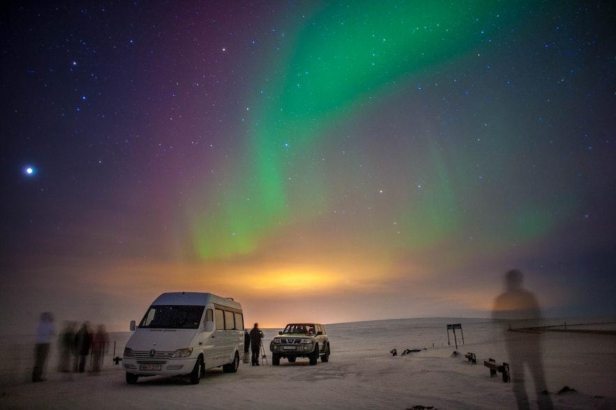 Wycieczka minibusem na zorzę, północna Islandia.