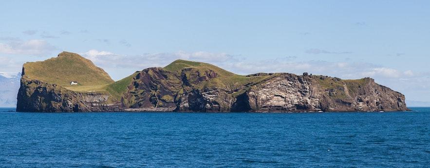 Zdjęcie jednej z wysp archipelagu Vestmannaeyjar.