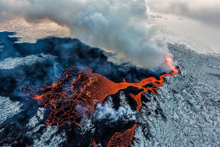 冰岛胡勒汉火山喷发