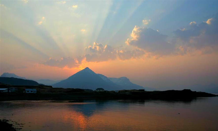 Sunrise over the distinctly shaped mountain, Búlandstindur.