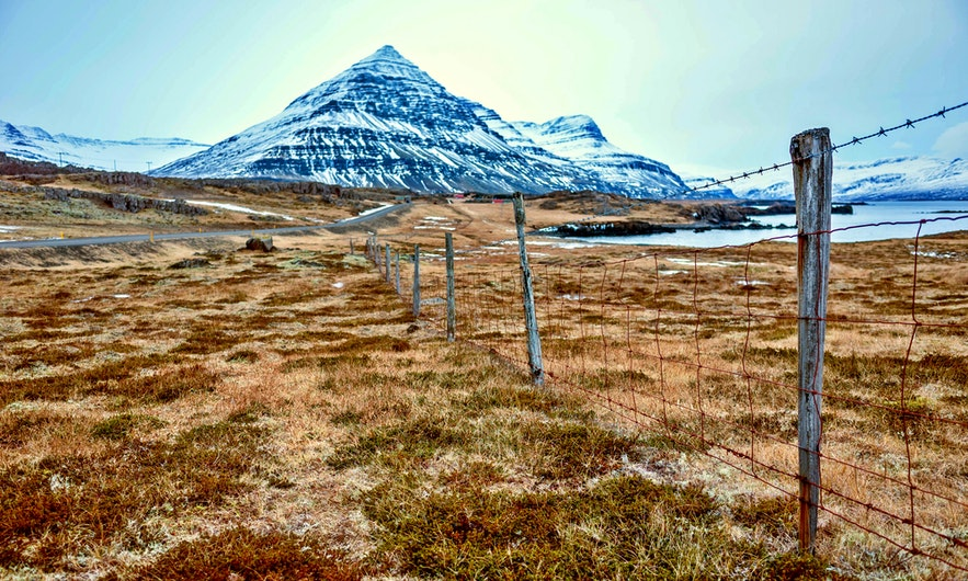 아이슬란드 동부 지역은 사람들이 자주 찾는 곳은 아니지만, 16,000명의 주민이 거주하는 지역입니다.