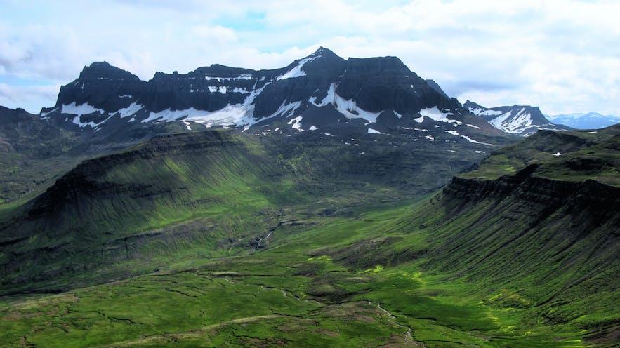 Dyrfjöll山的自然美景