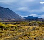 La nature islandaise est pleine de contrastes de couleurs et de textures, de la mousse verte aux impressionnantes montagnes bleues