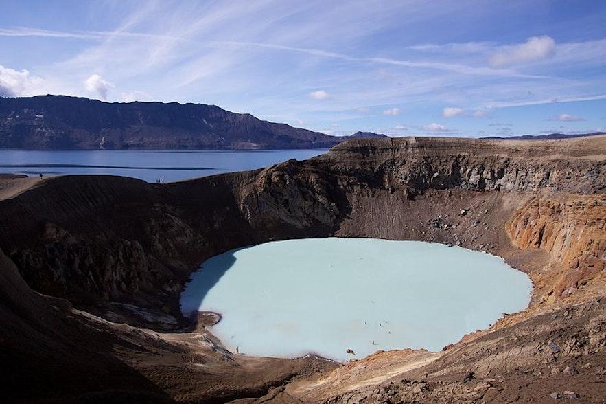 """维提在冰岛语中的意思是""""地狱"""",但是阿斯基亚火山口的维提火山湖却是一种天堂般的景色"""