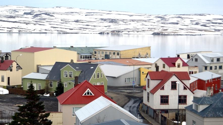 Miejscowość Holmavik na islandzkich Fiordach Zachodnich