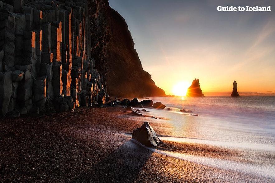 The Dyrhólaey rock arch under the midnight sun