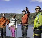 La tua guida del ghiacciaio è un'esperta delle calotte di ghiaccio islandesi.