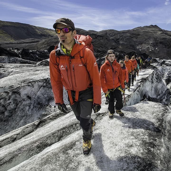 索尔黑马冰川表面起起伏伏,非常壮观