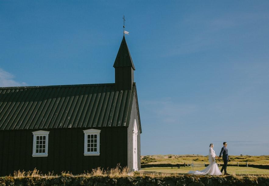 在冰岛拍摄婚纱照
