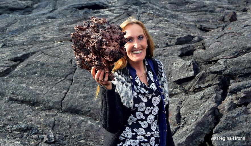 Holding lava at Gjástykki NE-Iceland
