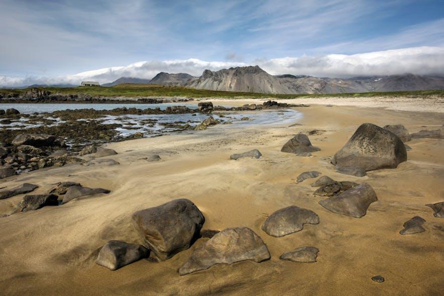 Der weiße Strand Ytri Tunga auf Snæfellsnes