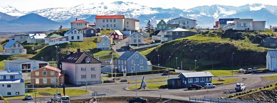 Die Stadt Stykkishólmur auf der Snæfellsnes-Halbinsel in Westisland