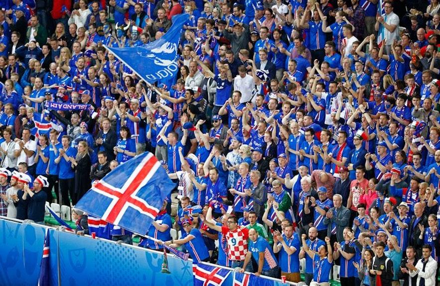冰島球迷們正在為球員助威