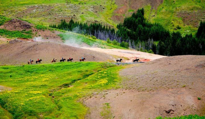 Excursión a caballo de 3 horas y aguas termales