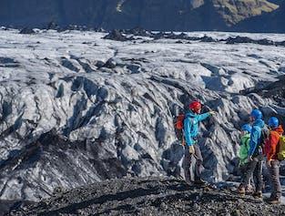アドベンチャー満載の南海岸2日間|スヴァルティフォスの滝の見学付き
