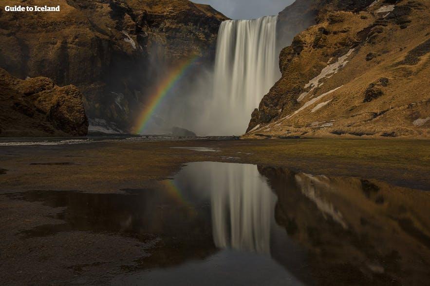 スコゥガフォスの滝と虹