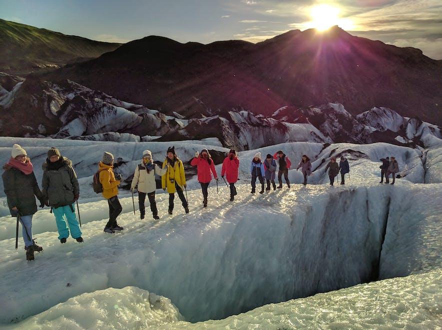 氷河ハイキングが楽しめるソゥルヘイマヨークトル氷河