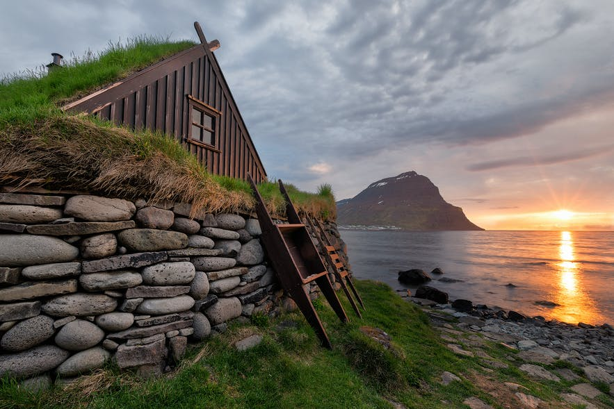 Traditional houses in Iceland had turf roofs