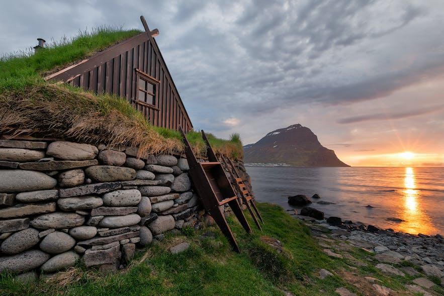 Les maisons traditionnelles en Islande avaient des toits en tourbe