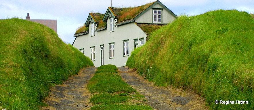 Grænavatn turf house in North-Iceland