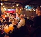 Die Atmosphäre in Reykjavíks Bars ist bekannt dafür, entspannt und freundlich zu sein.