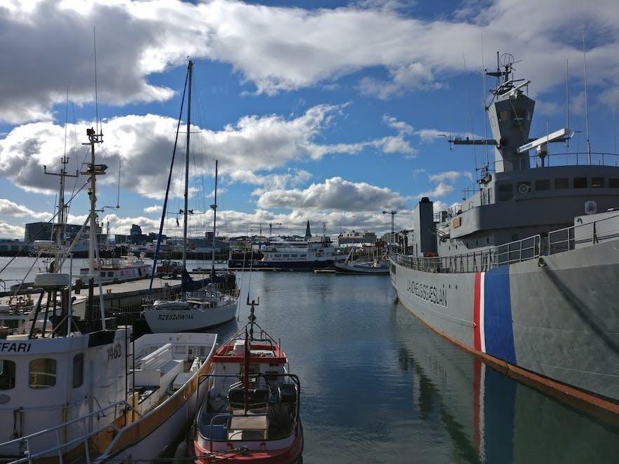 オールドハーバーに停泊する船