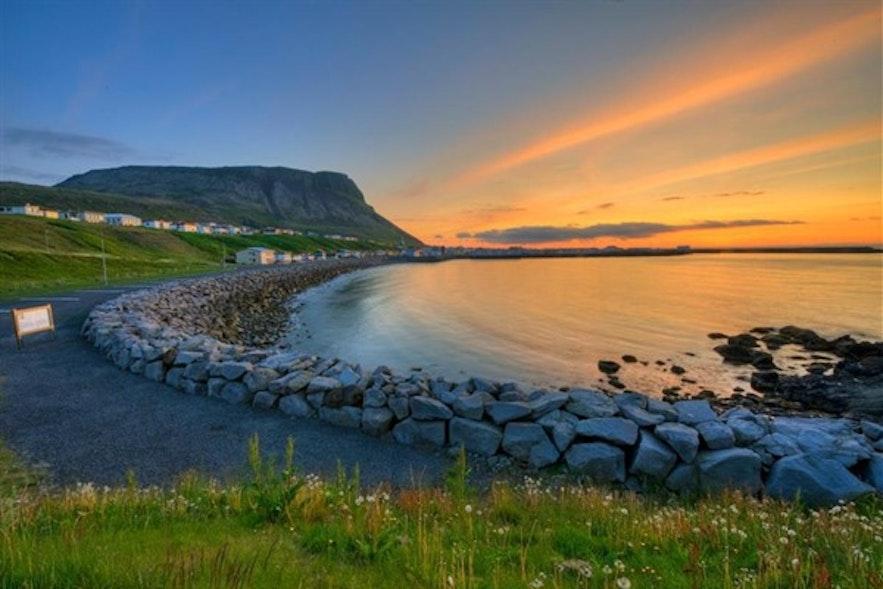 Miasteczko Ólafsvik na półwyspie Snæfellsnes w zachodniej Islandii.