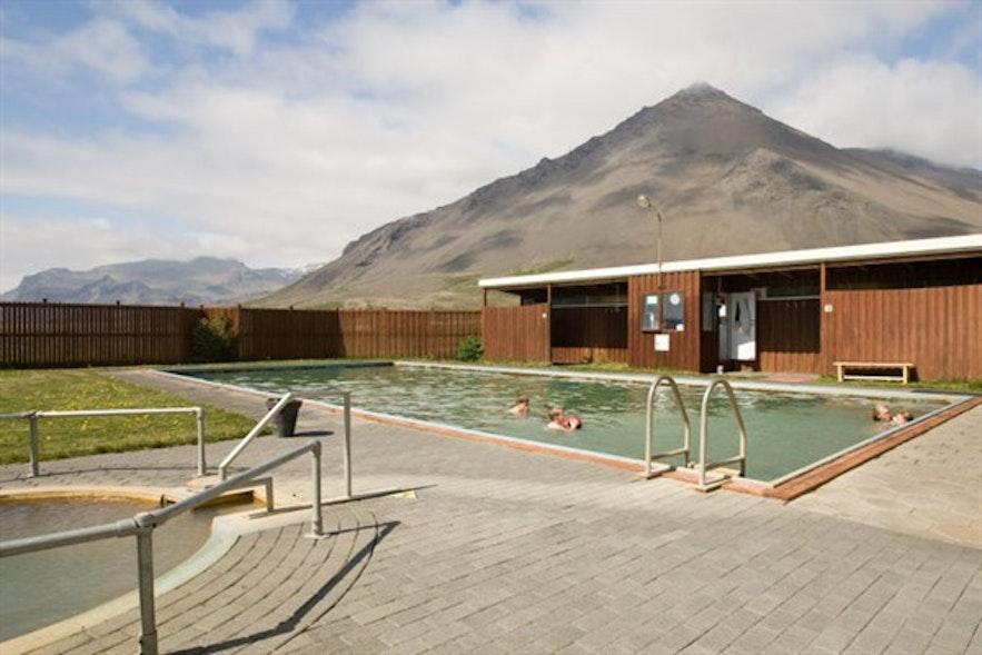 Schwimmbad von Lýsuhólslaug auf der Snaefellsnes-Halbinsel in Westisland