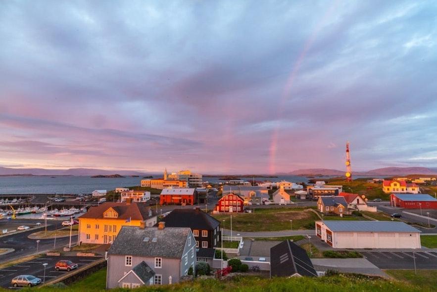 아이슬란드 서부 스나이펠스네스 반도에서 가장 큰 도시, 스티크키스홀뮈르