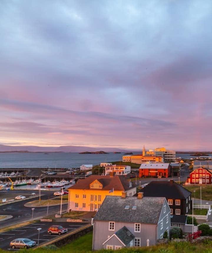 Stykkishólmur to największe miasteczko na Półwyspie Snæfellsnes w zachodniej Islandii.