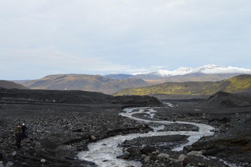 ギガヨークル氷河を背にすると綺麗な景色が見える