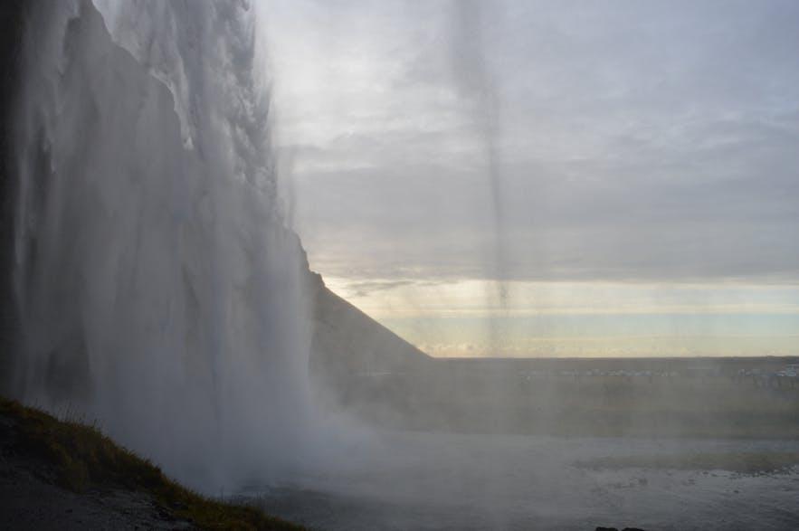 こちらもびしょ濡れなセリャランズフォスの滝