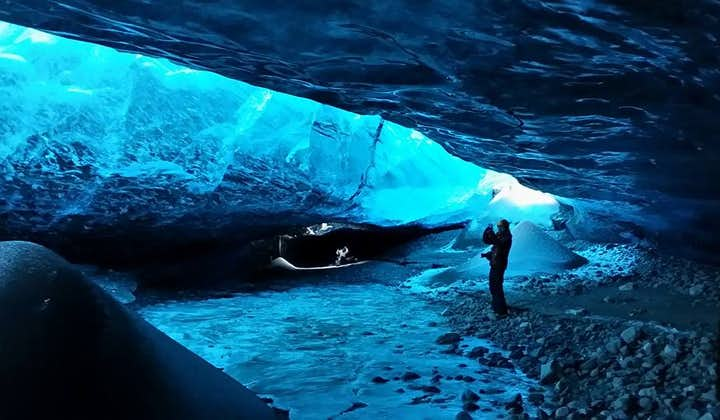 14-godzinna wycieczka do jaskini lodowej i laguny Jokulsarlon, z zorzą polarną i transferem z Reykjaviku