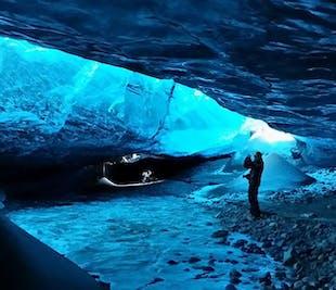 Una grotta di ghiaccio e l'Aurora Boreale | Tour giornaliero della Laguna Glaciale di Jokulsarlon