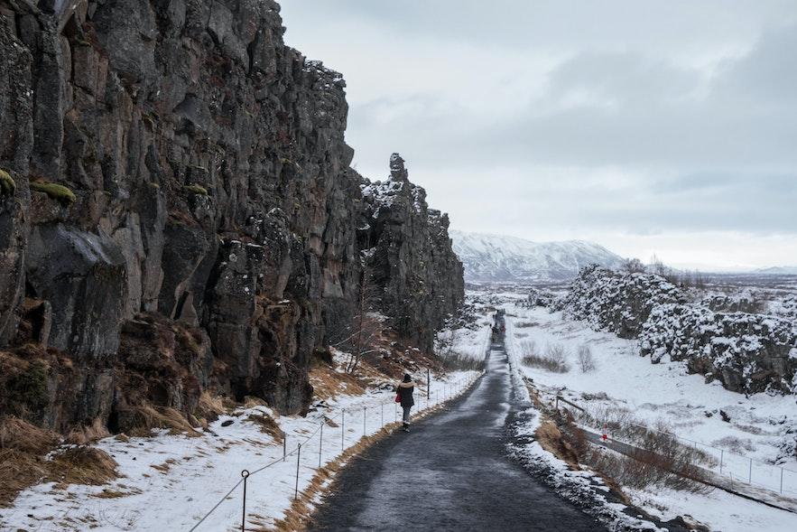 Almannagjá, die nordamerikanische Erdplatte im Winter.