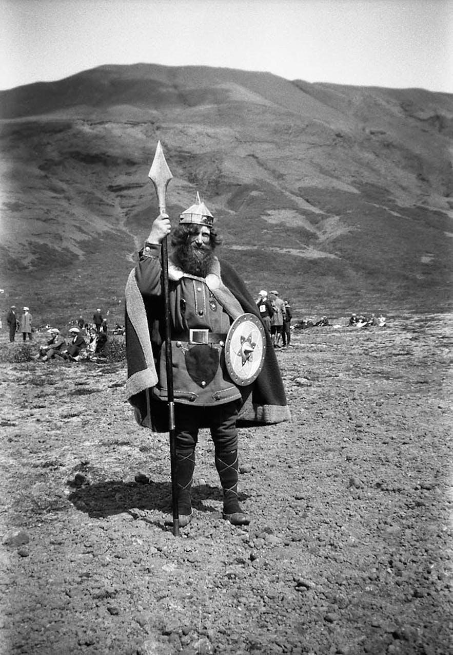 Ein Foto von 1930s zeigt den Wikinger bei Armansfell, Þingvellir.