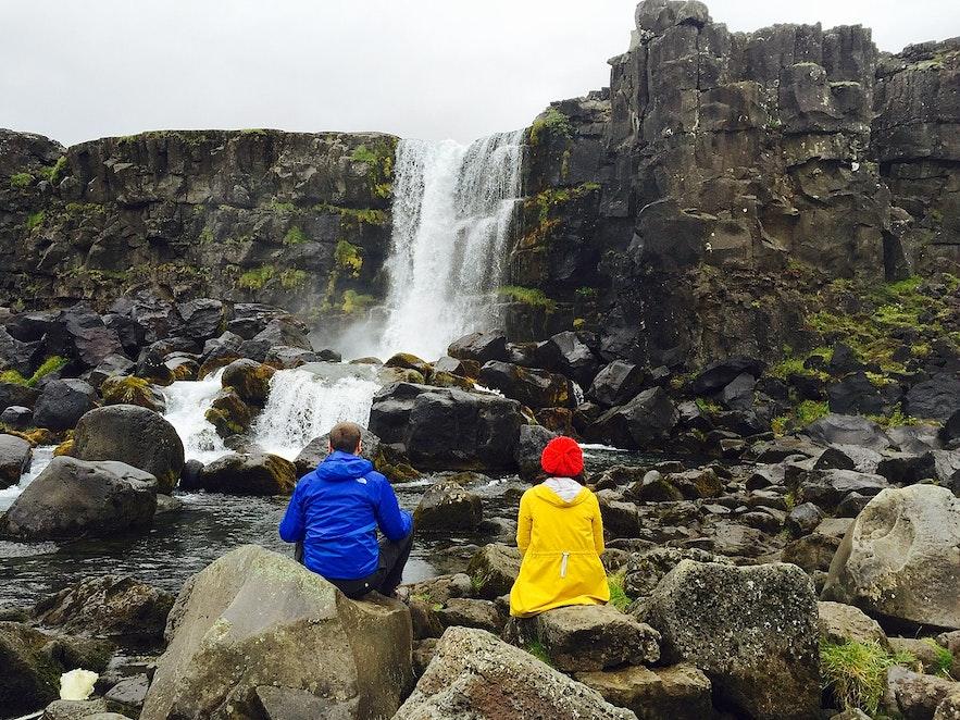 Wenn man in Þingvellir campt, erhält man einen tieferen Einblick in die Geschichte, die Kultur und die Landschaft des Parks.