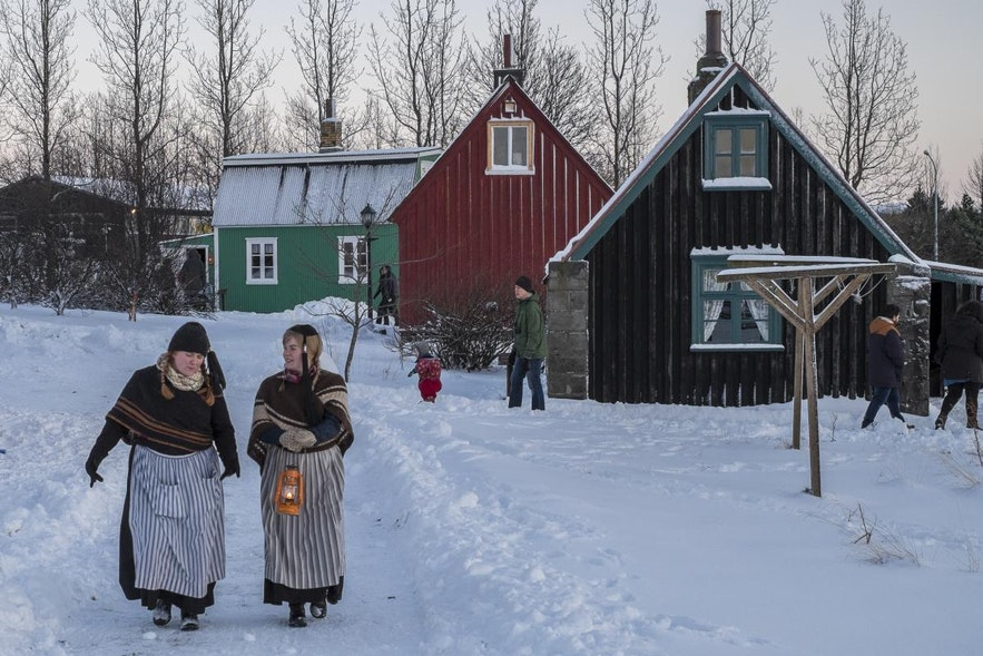 Kerstviering in het volksmuseum Árbæjarsafn in Reykjavík