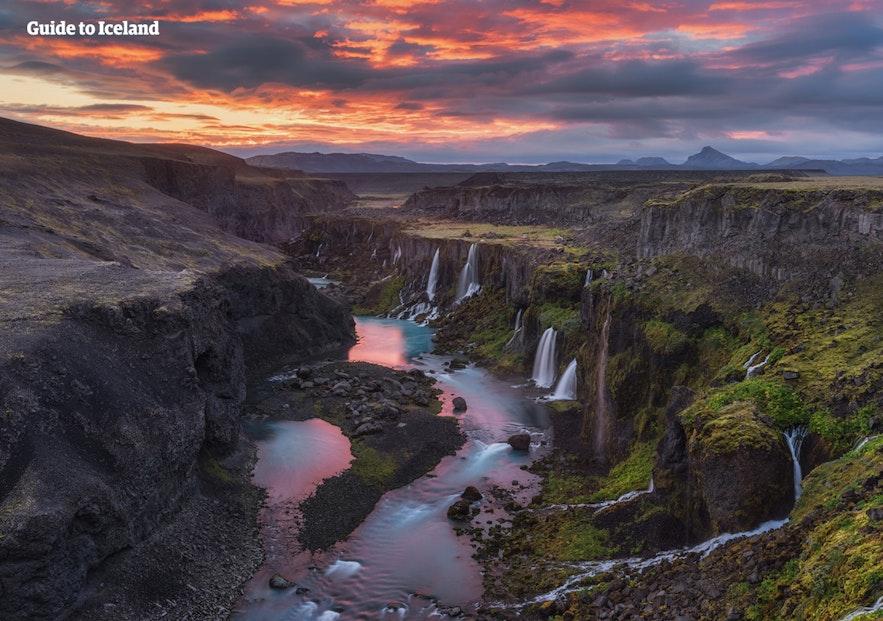Als je een auto met vierwielaandrijving huurt, kun je in IJsland ook locaties bereiken die voor andere voertuigen niet bereikbaar zijn.