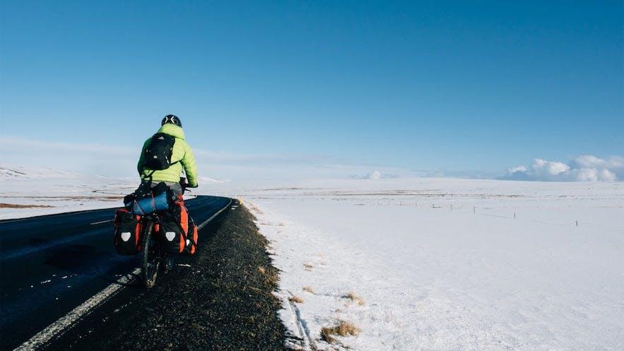 自転車でアイスランドを一周する人もいる